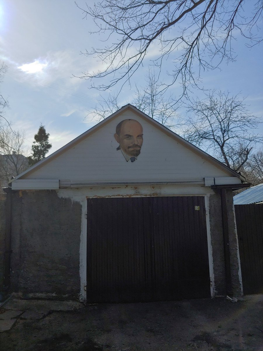 Рядом с домом найден маленький шедевр #воронеж pic.twitter.com/X7ewNdVBwR