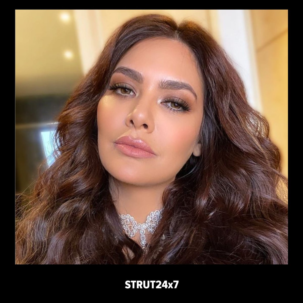 This eye glam is drama with a captial D #ReshmaMerchant for @eshagupta2811 We're totally loving the murky lashes and glitzy eyeshadow paired with scintillating foundation#EyeLook #LashesForDays #EshaGupta #Strut24x7pic.twitter.com/PcRlVIKJG0