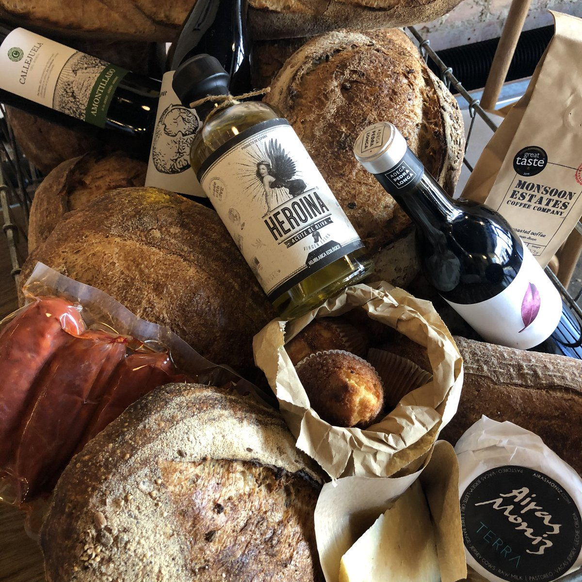 Shop @LocultoSe4 on Brockley road open today until 12-3 then 6-10pm  #sourdough #coffee #naturalwine #sherry #madalenas #rawhoney #glutenfree #chorizo #Rawmilk  #cheese #artisan  One person in the shop at a time please, respect the personal space of others.pic.twitter.com/HeGmtu4quk