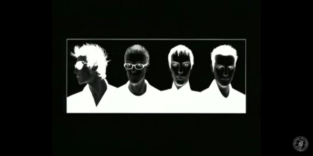 Screen shot of Bauhaus 1999 NYC. #Bauhaus #goth pic.twitter.com/vEYbVs4AWc