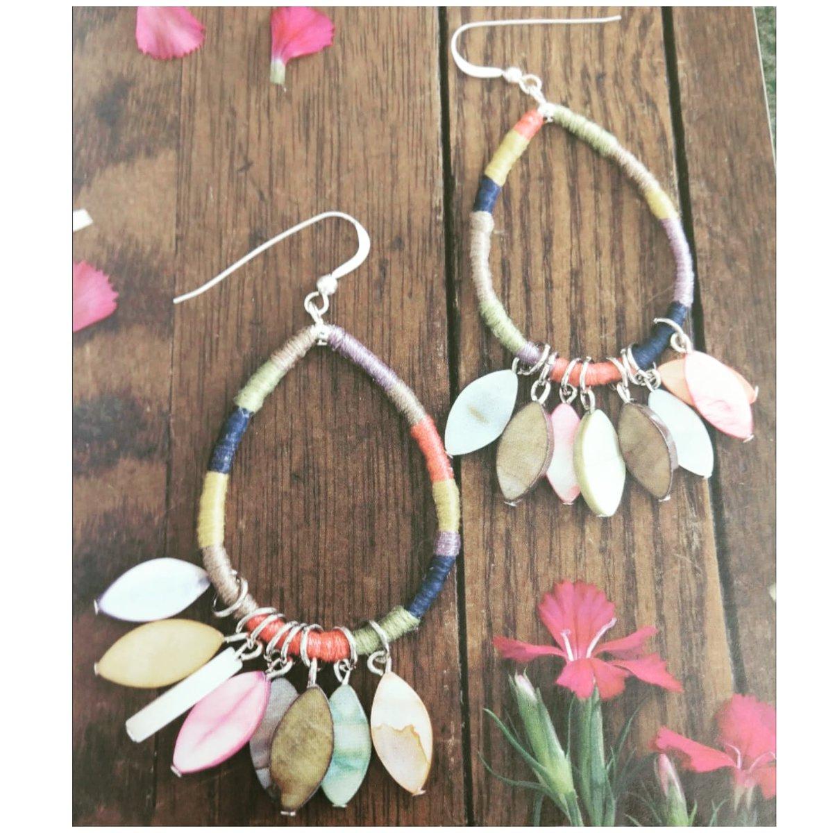 Fashion-forward #earrings for all: all occasions, all ages & all attitudes  Nos encantan los aretes de colores para la ciudad    #stylish #handmade #jewlery #hechoamano #earringlove #jewelryblog #joyas #fashionista #arte #gifts #regalo #fashionblog