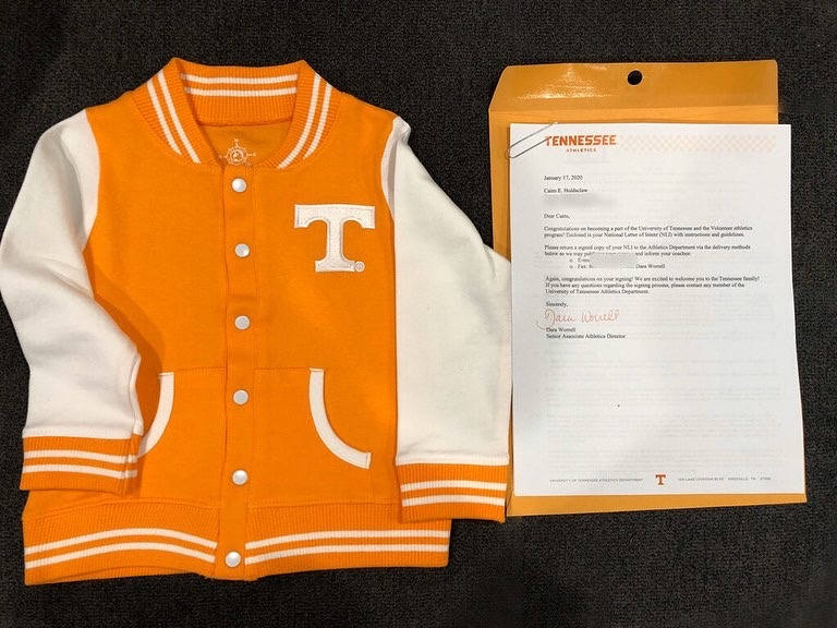 #TBT Cairo was all smiles when he received his (NLI) #nationalletterofintent from the @utknoxville. Cairo and our family promise to stay close to the program but will revisit this in about 17 years. 🤣🧡🍊🍊#govols #vfl #gobigorange #tennessee #volnation #utk #utknoxville #gbo https://t.co/9wmU2I43L9