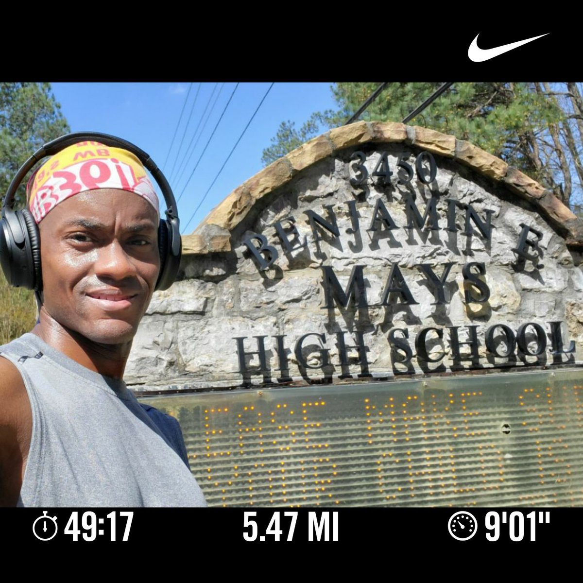 I killed those hills at my high school of @APSMaysRaiders this morning in Southwest @CityofAtlanta. Keeping fit and keeping my #SocialDistanacing while running @RunnerBliss. Keep that body movin y'all. #blackmenrun #ThursdayMotivationpic.twitter.com/RnImvkM00A