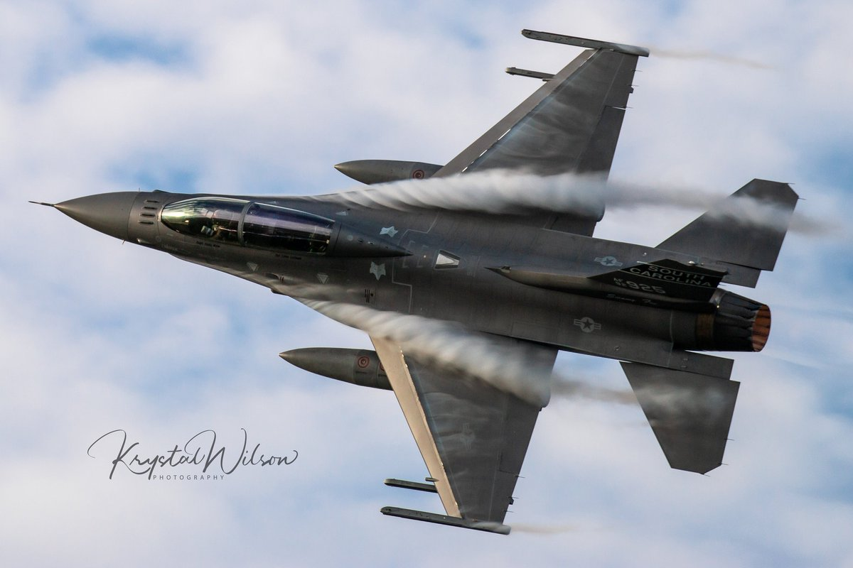 Throwing back to Airshow London today! The Swamp Fox arrival was a show stopper! Stay tuned.. I have a few more throwbacks up my sleeve! #swampfox #f16viper #f16 #f16fightingfalcon #scang #southcarolina #157fs #169fw #mcentirejngb #angpic.twitter.com/RVXygNrWEa