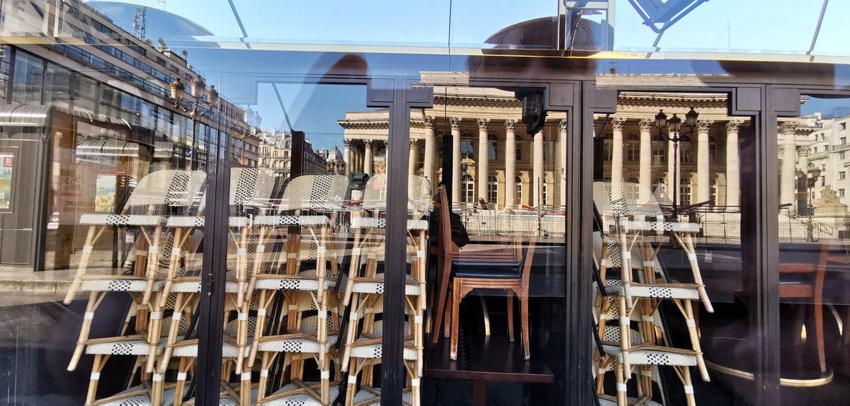 #instantané #CONFINEMENTJOUR10 place de la Bourse  #COVID2019<br>http://pic.twitter.com/7tQfCgvYG1 – à Place de la Bourse