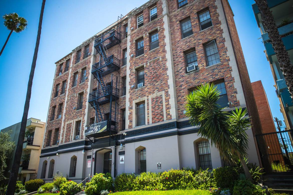 The Rosetta studio apartments for rent in Koreatown, Los Angeles is a step above her fellow apartment buildings on Mariposa in Ktown. Studios available now at $1,250 #ForRent #Koreatown http://ed.gr/cbetwpic.twitter.com/SaJGOdsJBG