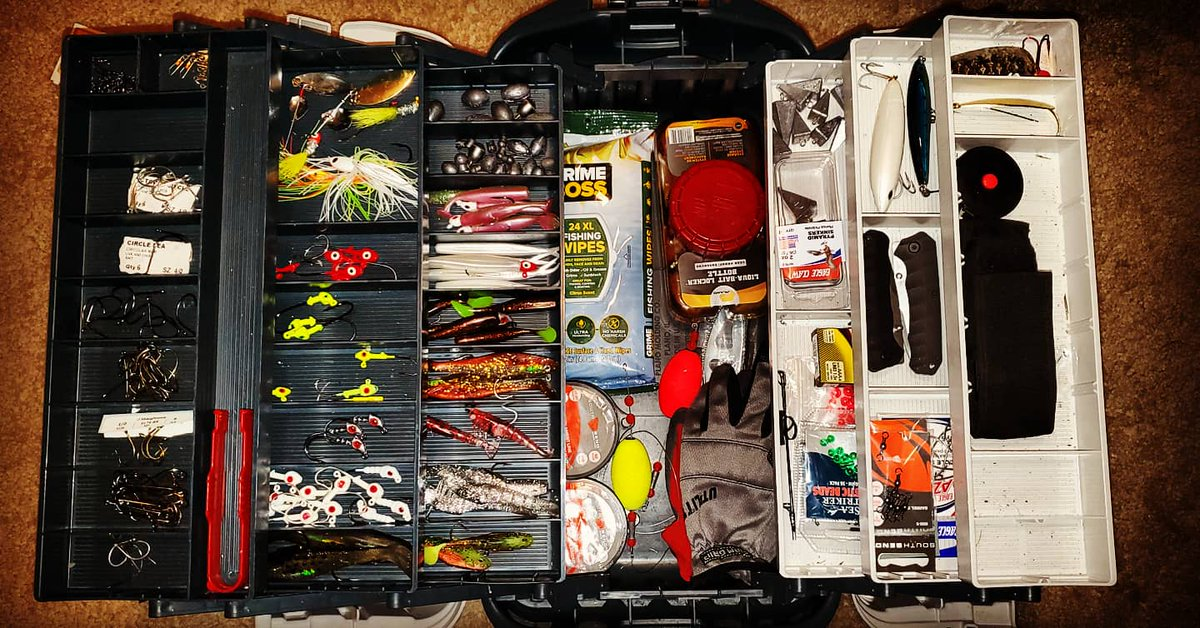 Picked up new jigheads, mono line, pyramid sinkers, 4/0 circle hooks, & barrel swivels!   Also, I finally went through my first 150 yards of braided line, so I spooled up with some new red braided line!  #floridalife #fishing #saltwaterfishing #inshorefishing #tacklebox #penn pic.twitter.com/mn01ucla4I