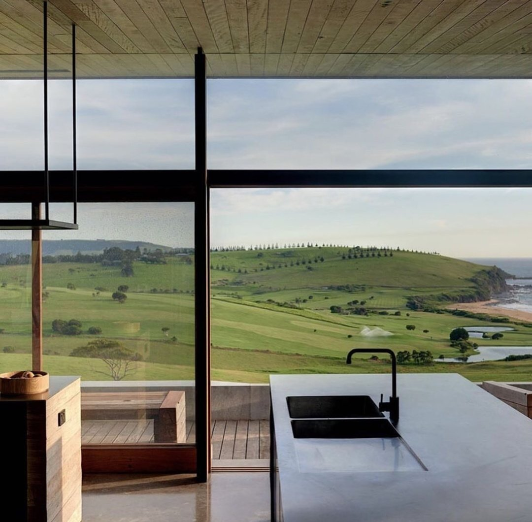 Wouldn't mind a lockdown in this contemporary farm house 😍😍😍🏘🏠⛰🏞