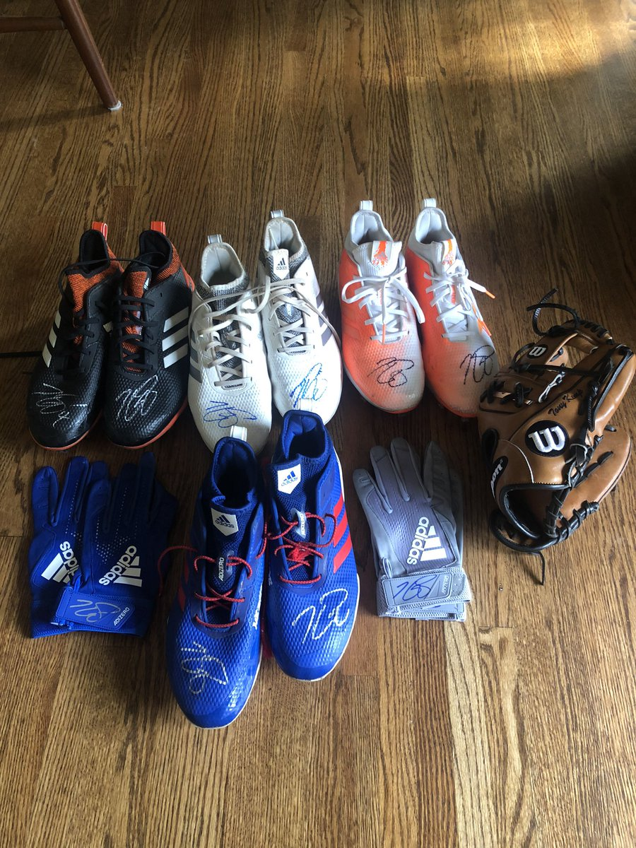 #OpeningDayAtHome 🚦GIVEAWAY 🚦 Retweet this tweet for a chance to win 4 signed game used cleats, 2 pairs of batting gloves, and a signed glove! Missing the diamond like everyone else, but good luck! Winner chosen in 48 hrs!