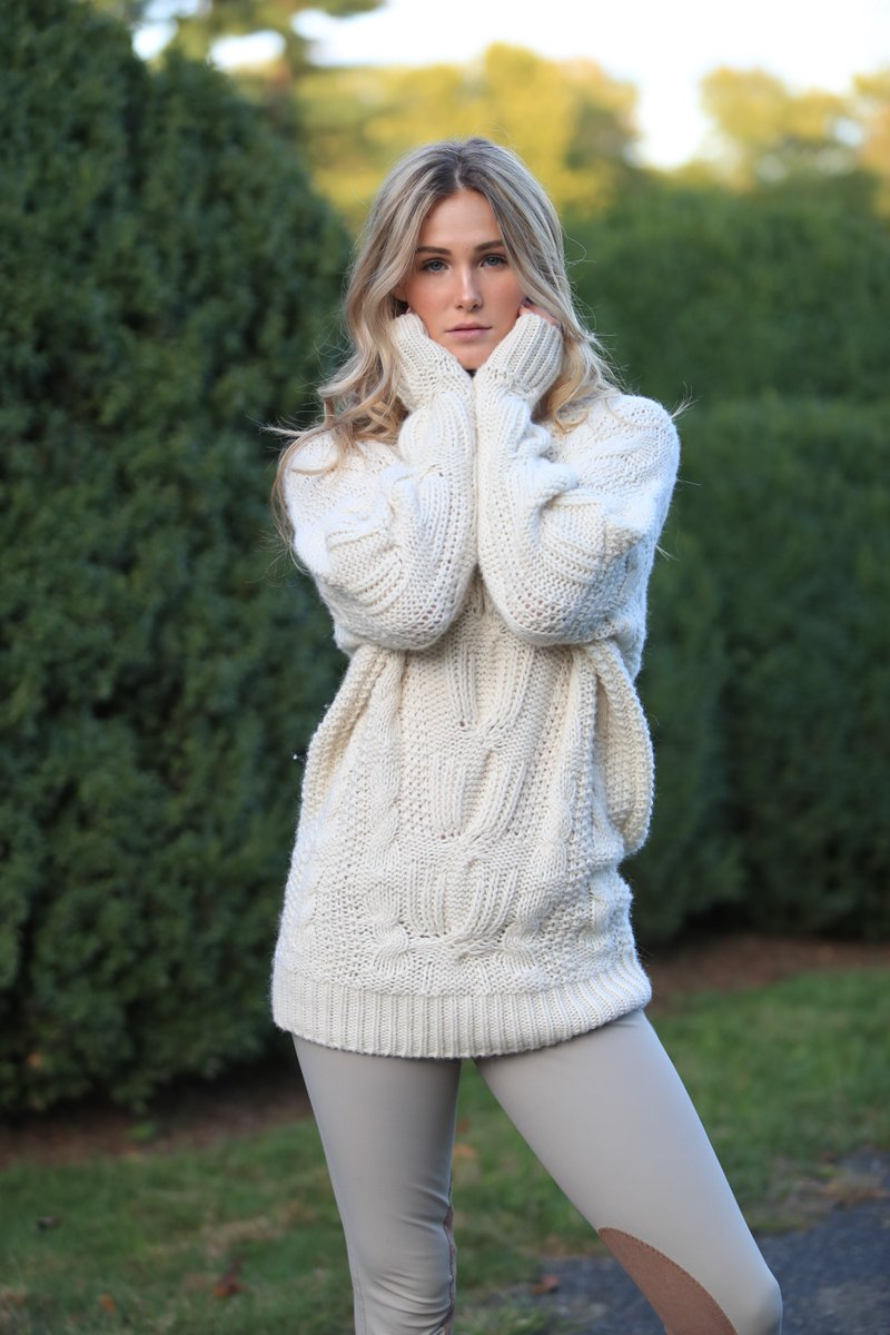 Classic cable sweater so seriously soft — #sarahcable  #stickandball #classiclook #lookgood #feelgood #alpaca #alpacasweater #sustaibablefashion #sustainability #cozy #comfort #soft #equestrian #equestrianstyle Model Taegan Long | Photographer Peter Michaelis pic.twitter.com/qqtOhPUEsh