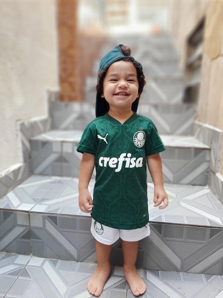 @Palmeiras  @puma_br  Olha o sorriso com o manto novo haha