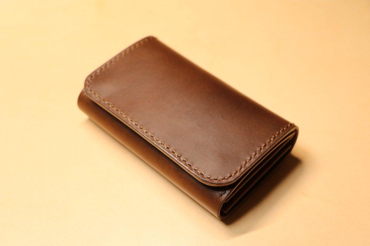 #名刺入れ C-008、Brown × Mocha Brown 100枚弱の収納枚数の、ウチで一番容量の大きいモデルです。  長期出張に行く方や、個人事業主の方など中心に、最近売れてきているモデルです。  https://www.ghostplant-leather.com/online-shop/%E5%90%8D%E5%88%BA%E5%85%A5%E3%82%8C/c-008/…  https://minne.com/items/20399722  #レザークラフト #革小物 #カードケース #ミニマムウォレットpic.twitter.com/rknO1iKHox