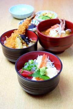 03月27日 11:12 平日限定セット~2つの味を1度に楽しむ~【かわまちミニ丼セット】1,200円