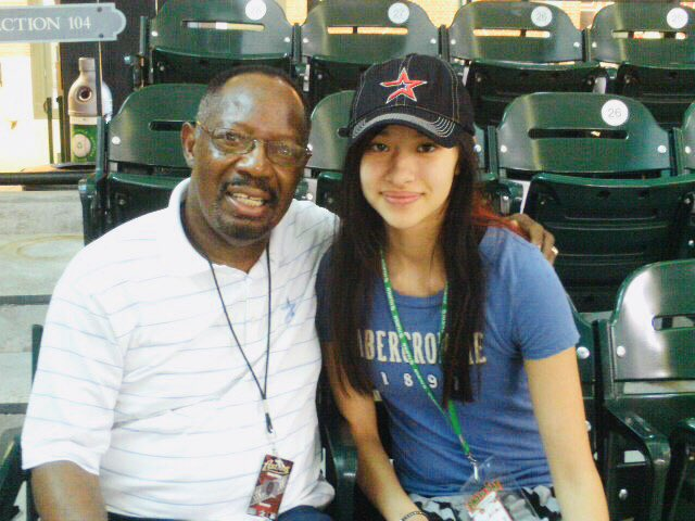 Here's a photo of the day I met Jimmy Wynn (2011). I went to an Astros game and there he was, just sitting a couple rows behind us. RIP to a legend ⚾️