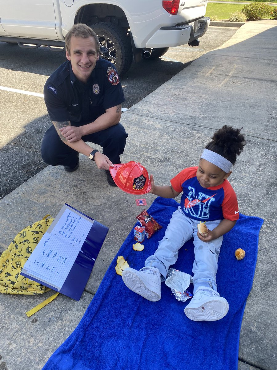 While learning new site words and learning about community helpers this nice officer gave me a hat and sticker. We also had a picnic outside the fire station. My mom will NOT be defeated by #coronavirus shenanigans NEVER STOP LEARNING, NEVER STOP TEACHING #childadvocate @Buckpic.twitter.com/m8oNCZb1e9