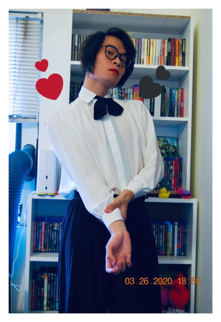 Forced to get a job at a supermarket for Bills so I learned how to tie a bow tie (badly) before Anything Bad happens #ootd  pic.twitter.com/HuSfo1YHLK