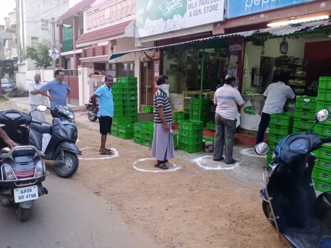 "Arvind Kumar on Twitter: ""#COVID2019 @KTRTRS Social distancing is being  ensured by @GHMCOnline not just in bigger kirana outlets but also in  smaller 'round the corner' shops selling milk etc ... encouraging"