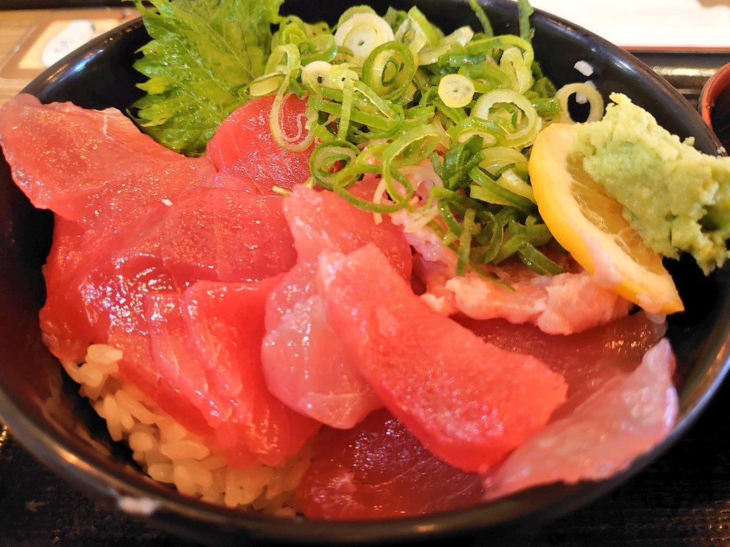 #今日のランチ は、輝のまぐろメガ盛り丼にしました〜 新大阪でイチバンお気に入りだった店なので、食べ納めはここにしました  #輝  #海鮮  #まぐろ  #メガ  #新大阪  #お気に入り   以前のブログで~す ↓↓↓ https://nyanshin.hatenablog.com/entry/2019/02/22/195112…pic.twitter.com/WfSgfb0zZV
