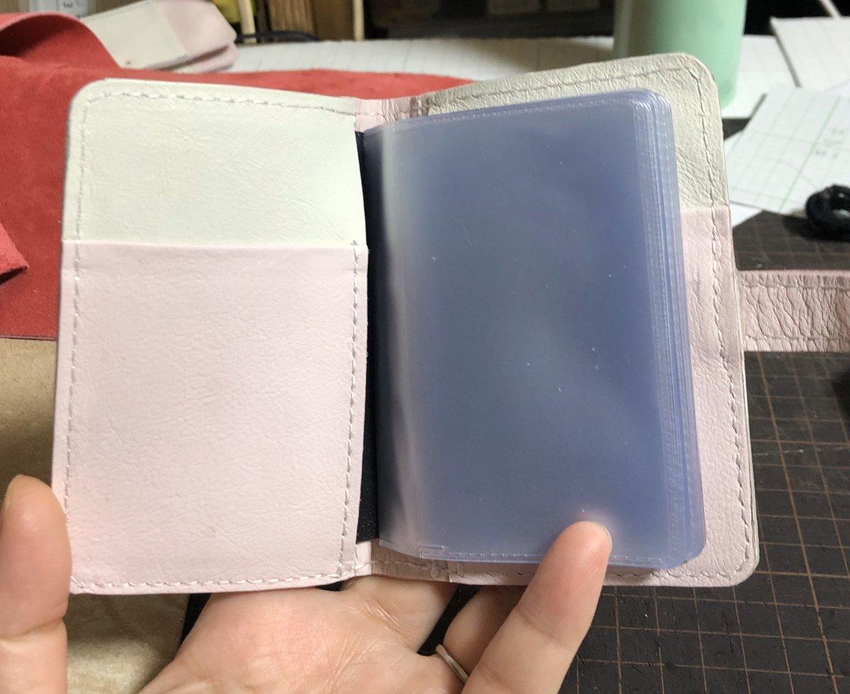 カードケース入れを作ってみたけど、難しいね。 3つ目を今日は慎重にチャレンジしてみる。 #leather #カードケース pic.twitter.com/XY9icl0SF3