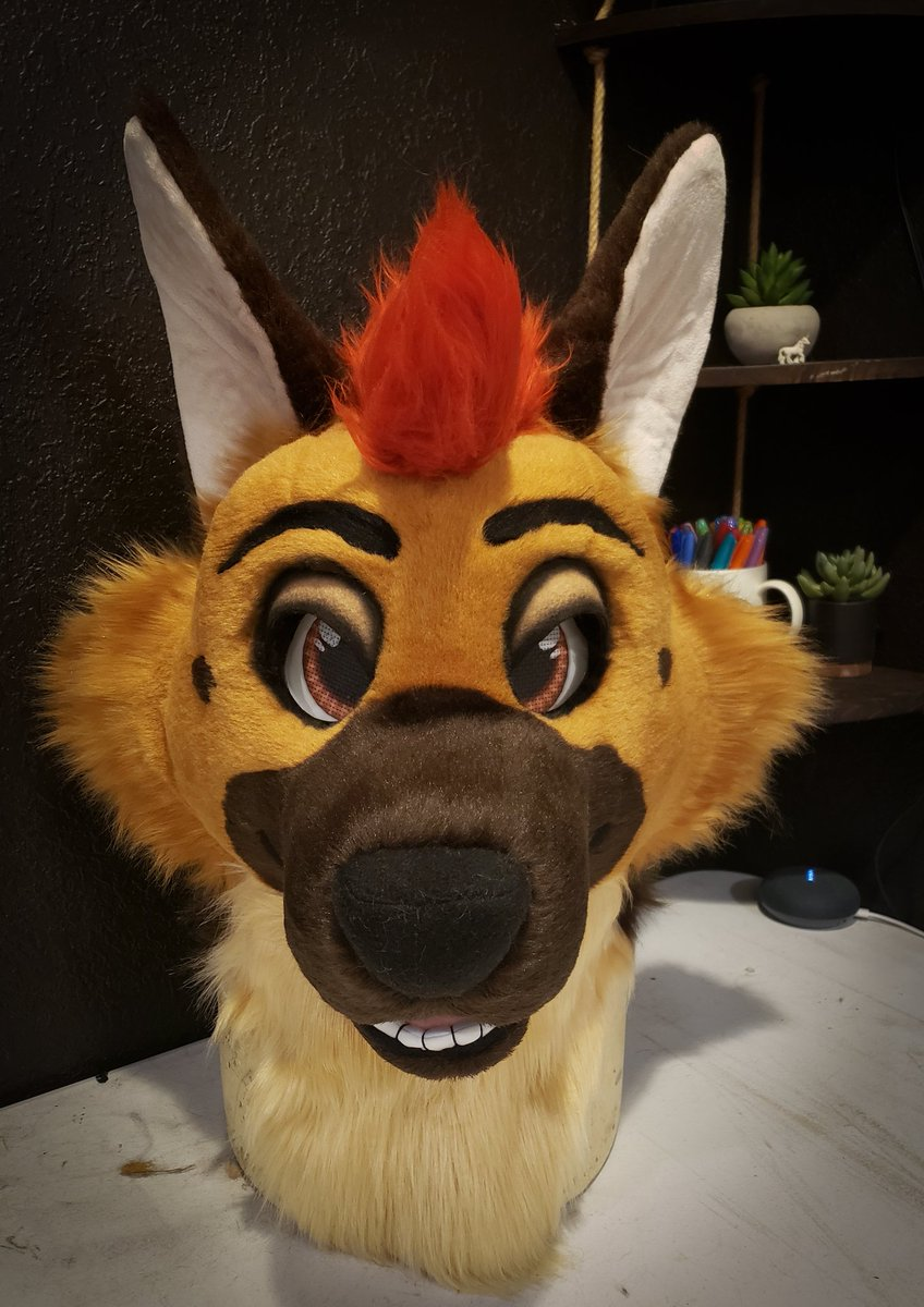 FREE FURSUIT HEAD RAFFLE I was going to host this when I hit 10k but now is a good time to make someone really happy!   TO ENTER: Retweet Comment with a ref Must be following to win  Winner will be drawn April 6th & will win a custom fursuit head of their character! <br>http://pic.twitter.com/1zGWPhh0om