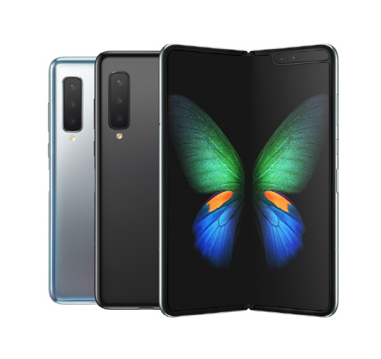Samsung Galaxy Fold Receives Upgrade to Android 10; More Updates by April End https://www.technobezz.com/news/2020/03/26/samsung-galaxy-fold-receives-upgrade-to-android-10-more-updates-by-april-end/ … #SamsungGalaxyFold #GalaxyFold #Android10 #SofwareUpgrade #SamsungGalaxypic.twitter.com/xXCkK4DTsO