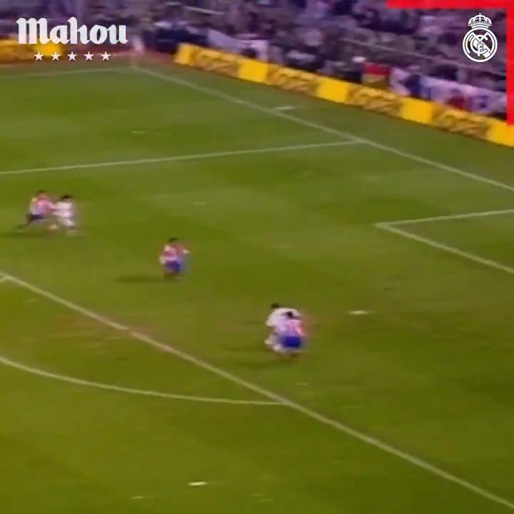 🏡🏆 #RMFansEnCasa, ¡hoy podréis disfrutar del partido en el que @RaulGonzalez se estrenó como goleador! 🆚 @Atleti 🗓️ 1994/95 🔴 Y El Derbi - EN DIRECTO  ⏰ 12h45 📺 #RMTV 🎮 @Twitch:  @futbolmahou   #ElSaborQueNosUne   #YoMeQuedoEnCasa