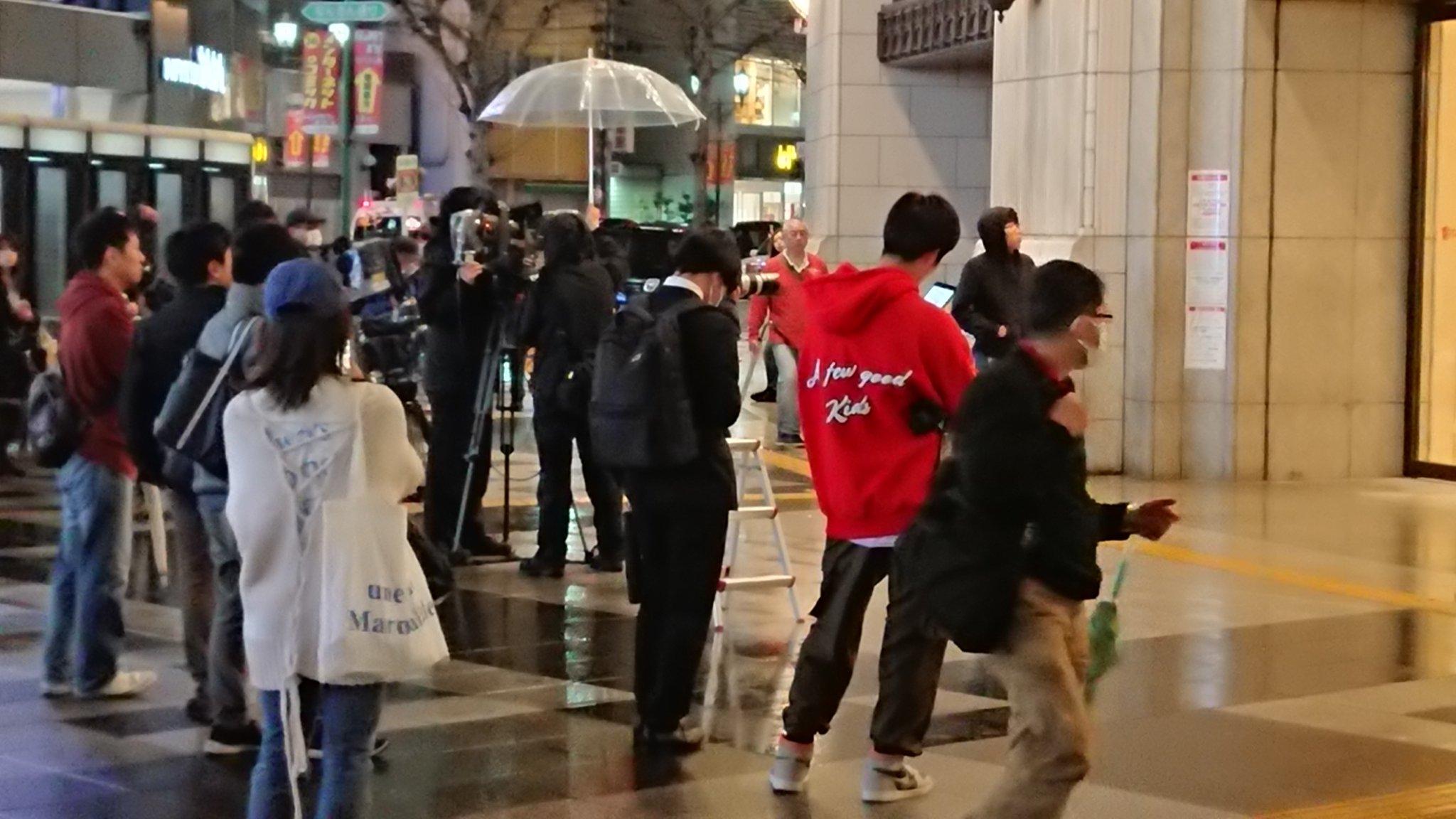 高島屋大阪店でコロナ感染者が出て報道陣が集まっている画像