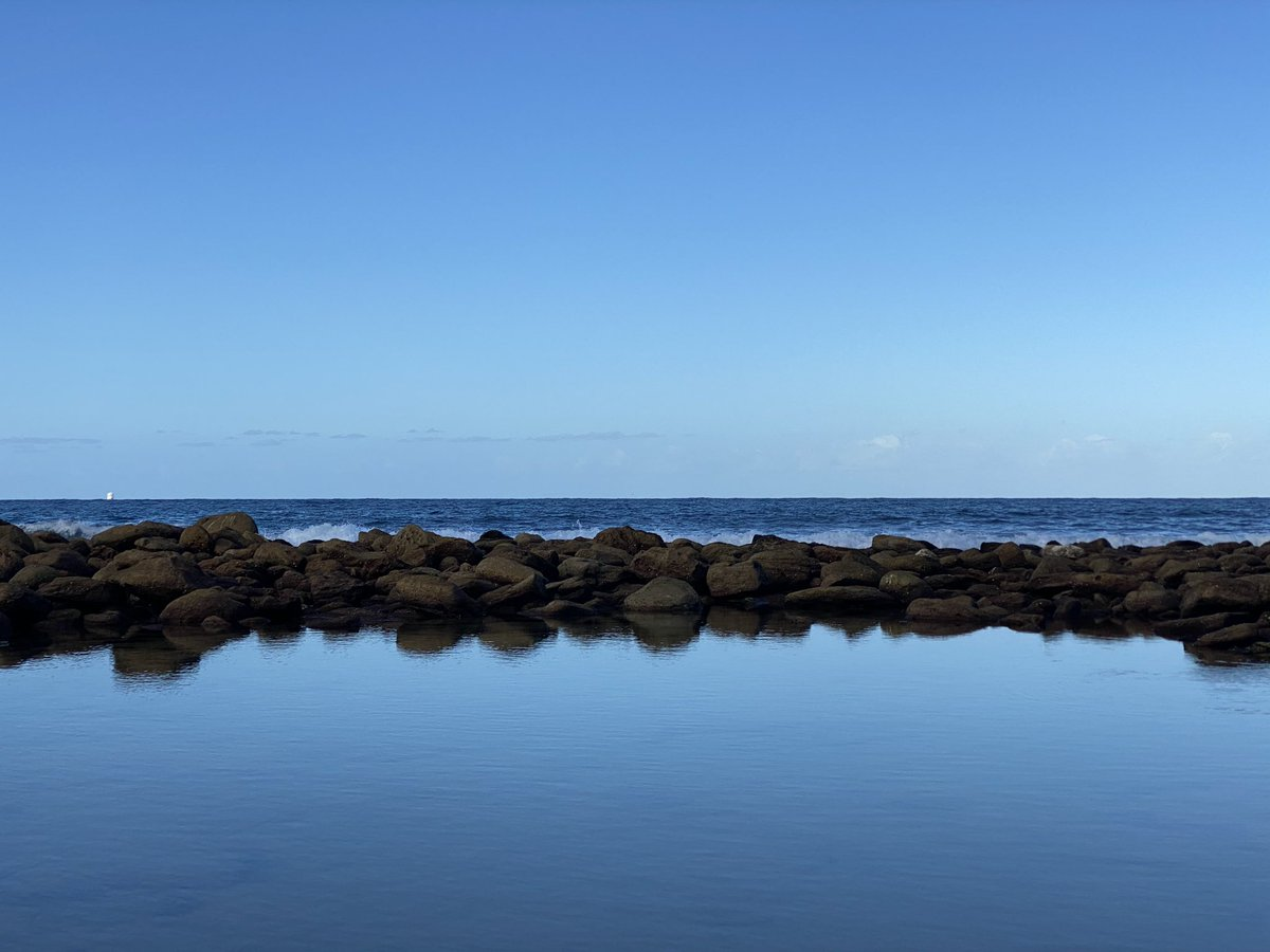 A calm quiet evening on the #sydney #coastpic.twitter.com/4AXttt7hYA