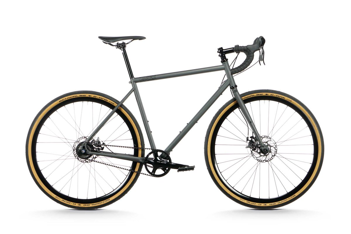 Finally online – the new veloheld.alleyX #GravelUtilityBike with Shimano Alfine 11 internal hub with #Gates beltdrive, dropbar and #Schwalbe G-One Gravel tires – the perfect ride for your next adventure outside and even in the city.  More details here: http://www.veloheld.de/veloheld-alleyxpic.twitter.com/4QjVpGj8zH