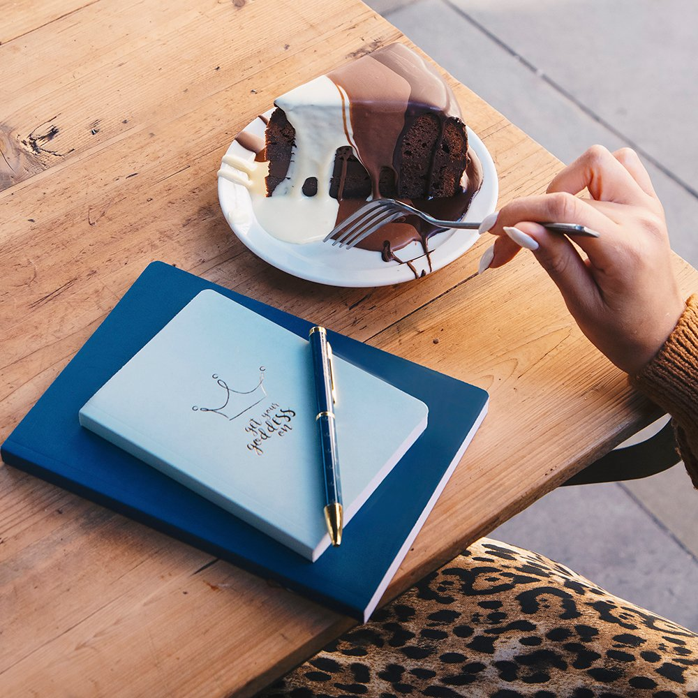 #getyourgoddesson and eat cake 😁  #stationery #studygram #study #stationerylove #stationeryaddict #stationeryshop #planneraddict #stationeryshop #design  #bulletjournal #planner #journal #bujo #notes #notebook #diaries #backtoschool #pocketdiary #pens #writing