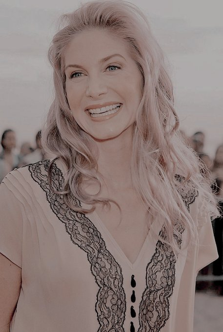 Happy birthday to the most beautiful person in the entire world, i love you  elizabeth mitchell