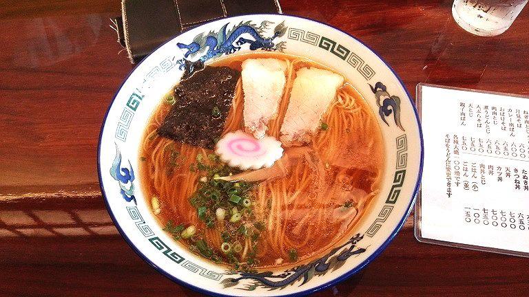 清見そば本店  静岡県静岡市駿河区南町1-6静岡駅から南へ歩いて5分鶏スープの味が繊細で美味い超!県内でも有名店一つ問題が有るのですが昼時は外に並んでいるのでそう簡単には昼時は食えない事です