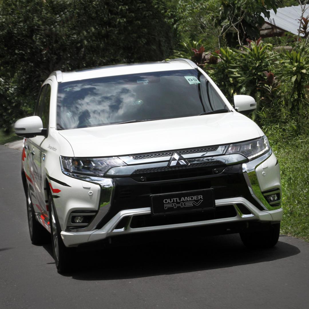 #FunFactPHEV Mitsubishi Motors Indonesia sekarang menyediakan 18 fasilitas quick charger di dealer resmi Jabodetabek dan Bali, jadi pengguna Outlander PHEV lebih mudah jika ingin mengisi daya.  Cek di sini :   #MitsubishiMotors