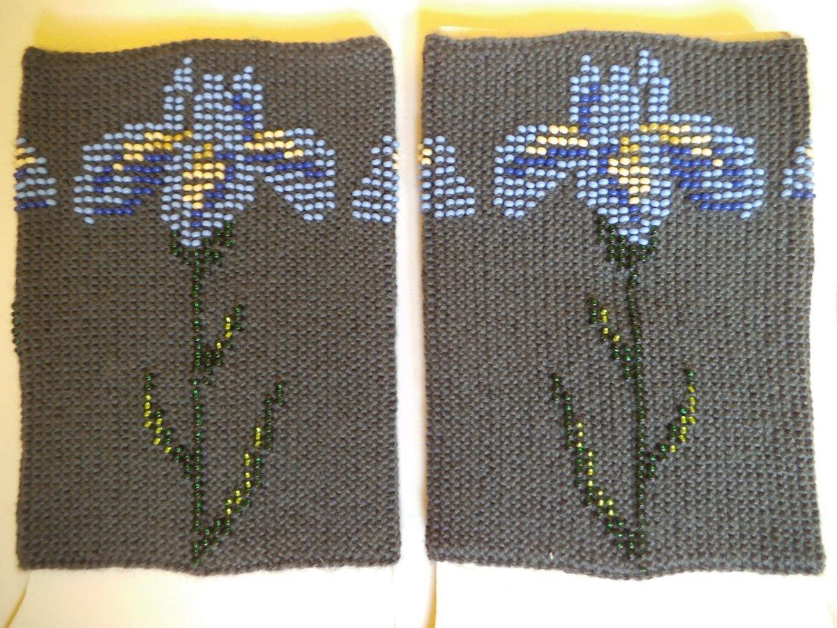 Guitar player gift Knitted wrist warmers Beaded wrist warmers short wrist warmers musician gloves hand warmers luxury warmers with flower https://etsy.me/2CASfZ7 #EtsyTeamUNITY #happyeaster #HappyMonday #Pottiteam #InternationalWomensDay2020pic.twitter.com/IC1ajGcugC