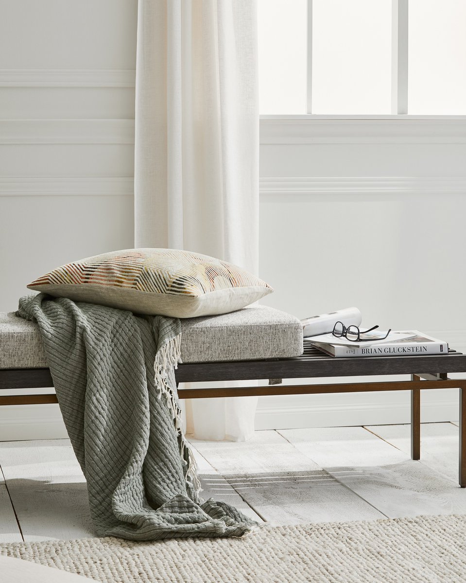 Lived-in styling looks good on our new Felix bench.   Paired with our new Ellie fringed muslin throw - available in three stylish hues - and Brian's design book, Brian Gluckstein: The Art of Home.  #modernfurniture #livingroomfurniture #hbhomepic.twitter.com/ujZmuN806K