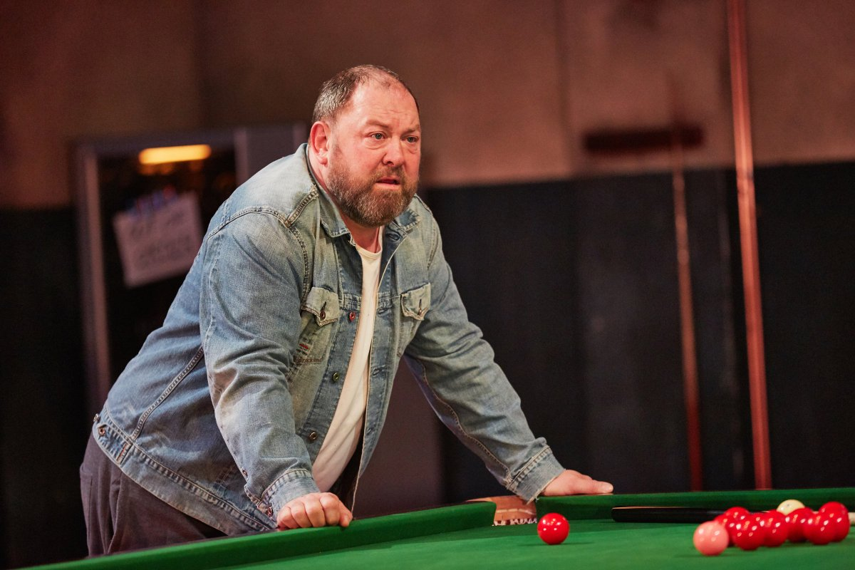 Which championship production saw Mark Addy and Jack O'Connell potting the black on the Crucible stage?