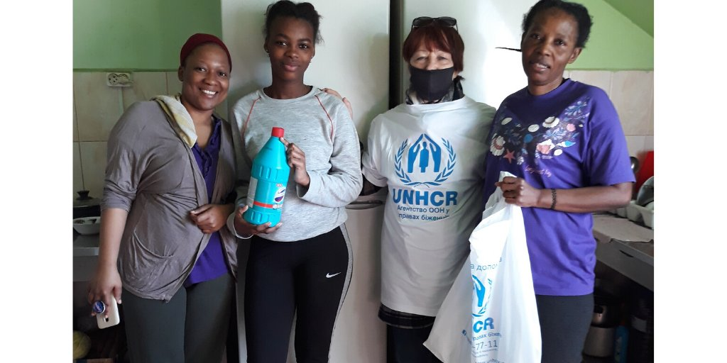 Clean👉Protected @UNHCRUkraine is grateful to @UnileverUkraine who provided refugees in Perechyn & Mukachevo dormitories with hygiene kits🧼and disinfectants. Don't forget to wash your hands & clean the place you live in👉these simple rules will help to fight the #COVID19 impact! https://t.co/PtZnt8njSA