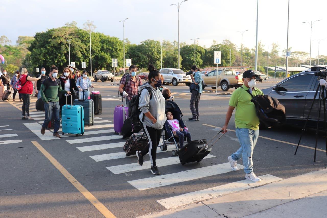 España facilita el regreso de sus ciudadanos de El Salvador