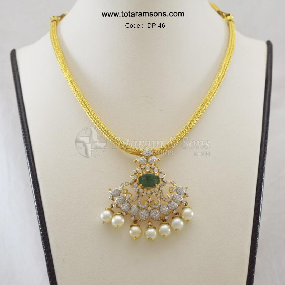 Look elegant and trendy by this Beautiful #Diamond Mango #Pendant with Exquisite Hand Workmanship Draped in Pearl Emerald Chain. Code : DP-46, Buy Now @ https://bit.ly/39dTFIQ #Goldjewellery#DiamondJewellery#PolkiJewellery#Hyderabadjewellery#Jewelry#southindianjewellery pic.twitter.com/XeG3ezmlS0