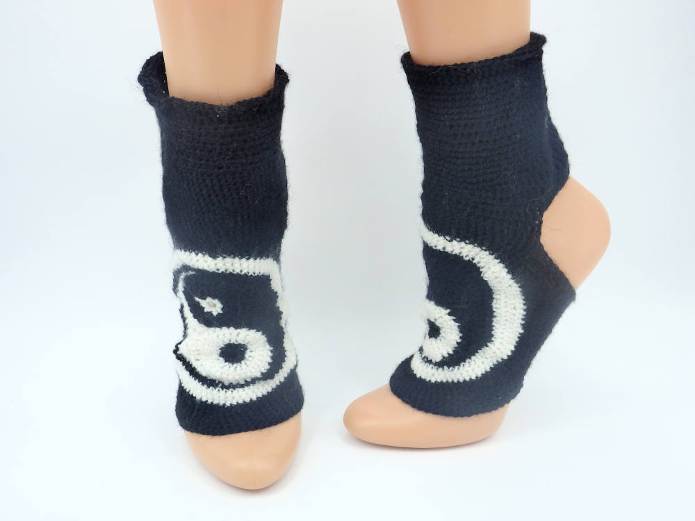 Crochet yoga socks yin yang gift gym socks gift for active women girlfriend gift https://etsy.me/2xza3Rq #Pottiteam #HappyMonday #EtsyTeamUNITY #happyeaster #craftychaching #Womeninbusiness #InternationalWomensDay2020 #Supportsmallbusiness #crowdfundingpic.twitter.com/rCI2OJ1ruG