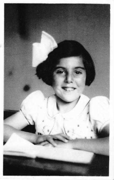 27 March 1933 | A Dutch Jewish girl Jetty Pront was born in #Amsterdam to Sophia and Julius. She was murdered in a gas chamber in #Auschwitz on 27 January 1944. She was 10 years old.pic.twitter.com/DhozQGuCn4