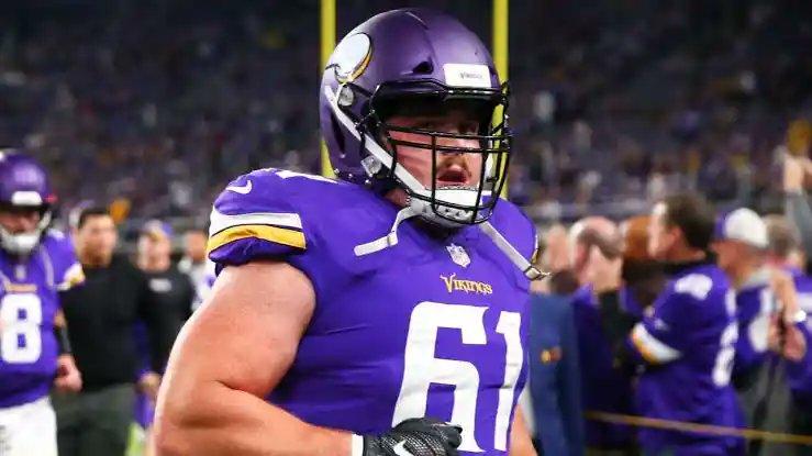 Minnesota #Vikings renovou com o C Brett Jones. #NFL #NFLTwitter #NFLFreeAgency