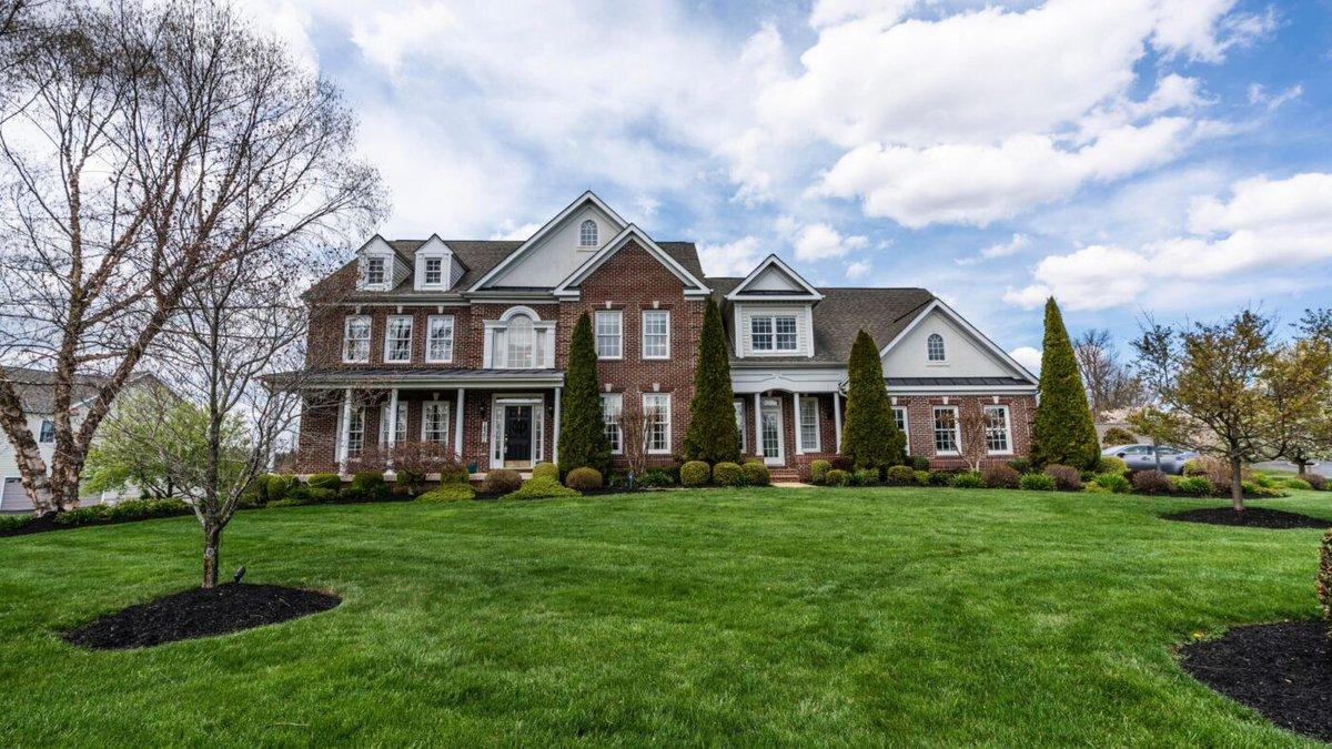 New-home sales decrease in February http://dlvr.it/RSgzYnpic.twitter.com/QL5VplkAfZ