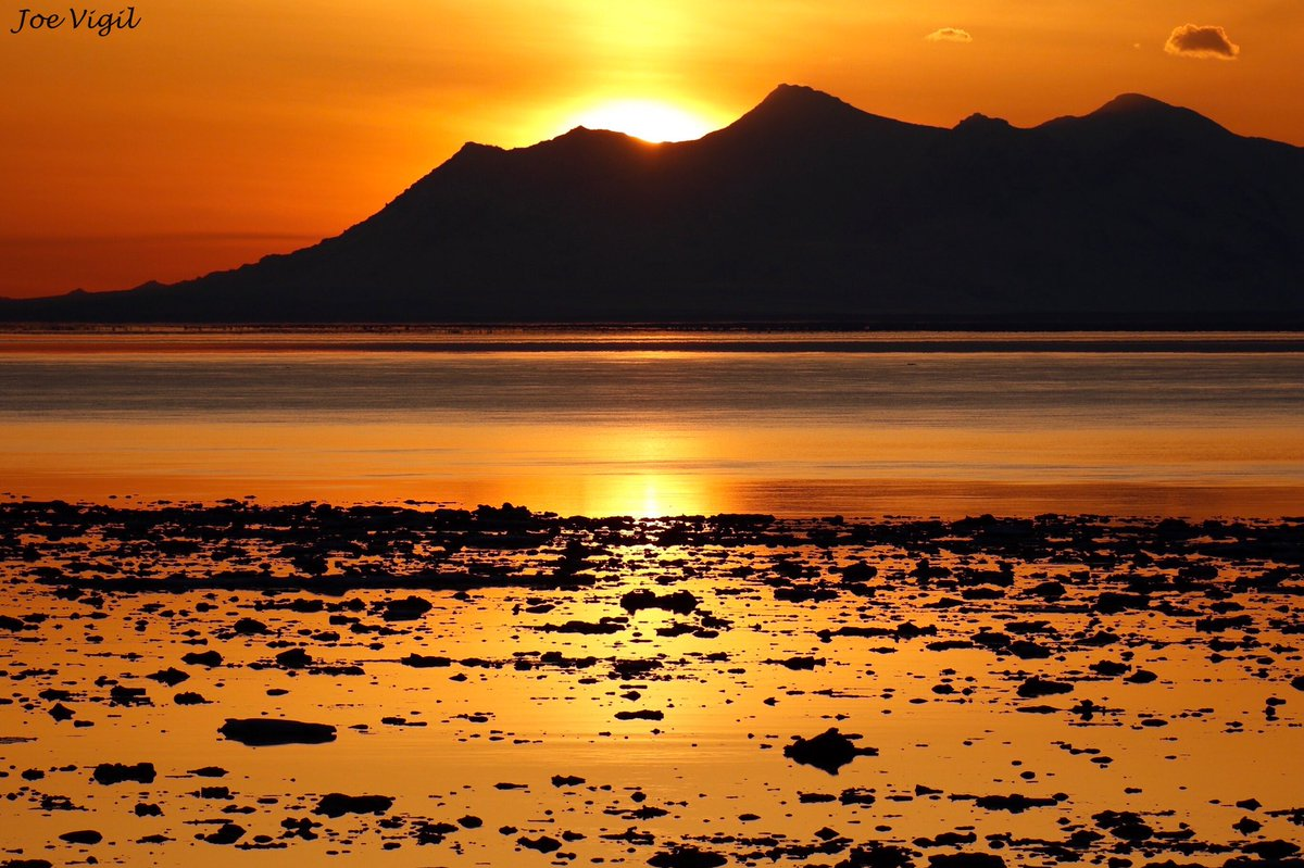 Another nice show at Point Woronzof Thursday night! #sunset #anchoragealaska #alaska #pointworonzof #alaskascenery #wowpic.twitter.com/lczDzA4LF8