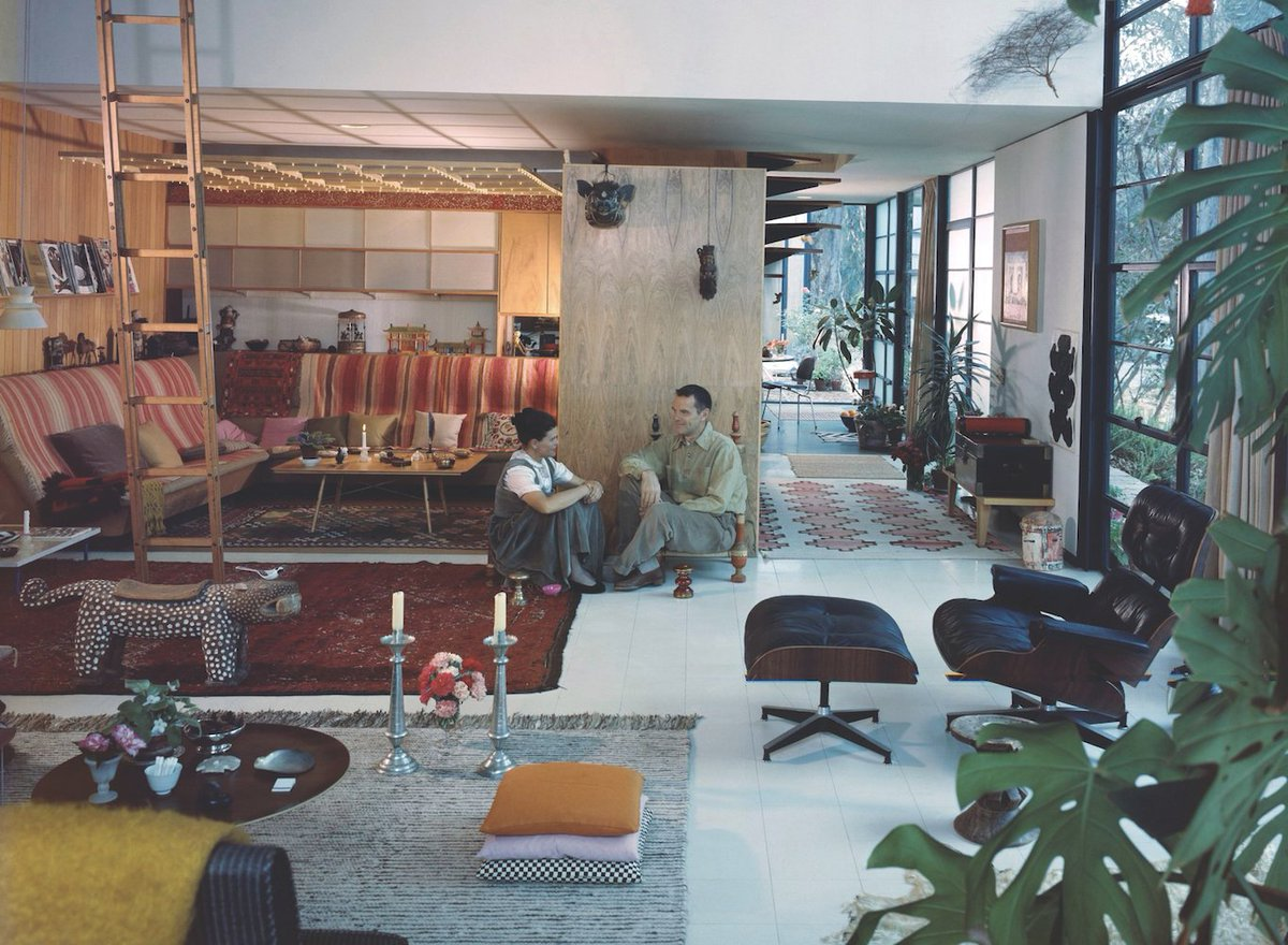 The 250-year project to save the Eames House designcurial.com/news/at-home-w…