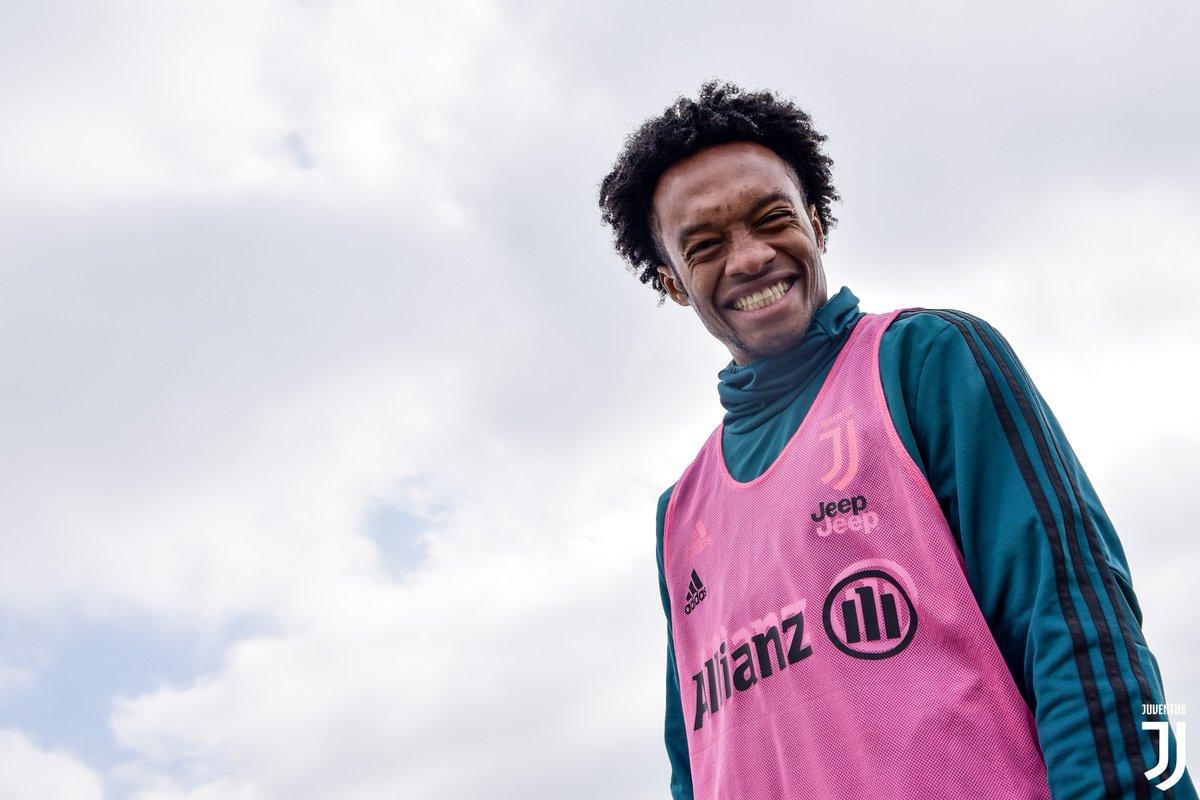 Let's always keep smiling 😁  #FridayFeeling #FinoAllaFine #ForzaJuve  📲 http://Instagram.com/Juventus