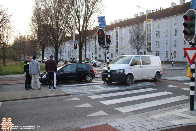 Ongeluk op de Erasmusweg https://t.co/aWW16xQYkQ https://t.co/VRh5KXu8br