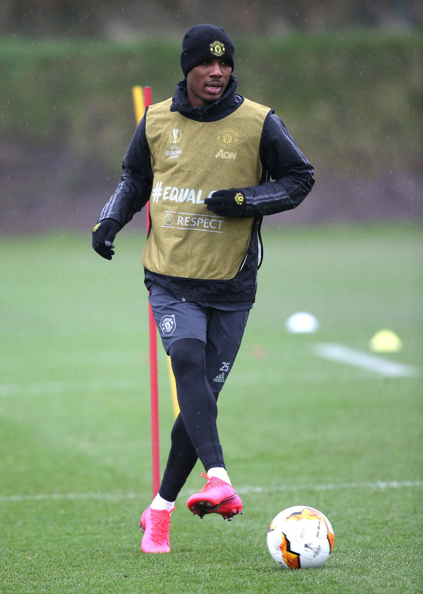 Shanghai Shenhua plan to rebuff any attempt from Manchester United to extend Odion Ighalo's loan move & will insist that the club must sign him on a permanent deal instead. Shanghai are demanding a fee in the region of £15m for Ighalo. [times] #MUF <br>http://pic.twitter.com/FPpCrRQw5k