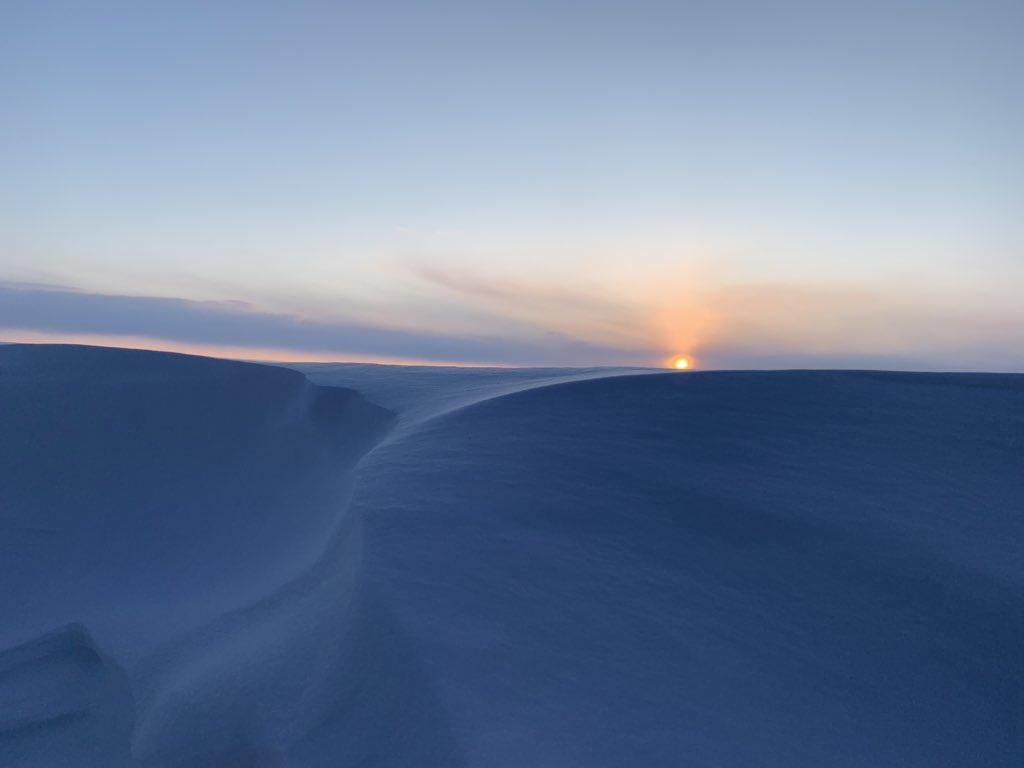 Tonight's #sunset in #Iqaluit #Nunavut MAR.27.2020 #ShareYourWeather #snow pic.twitter.com/ZzuVaGWBoE