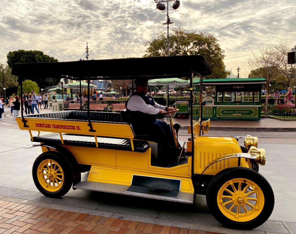 #Disneyland Transportation Co.   The best  pic.twitter.com/nCIQdPQfLv